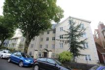 Flat to rent in Albert Road, Plymouth...