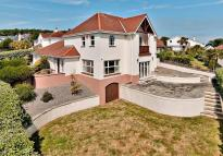 Detached home in North Cliffe, Tenby...