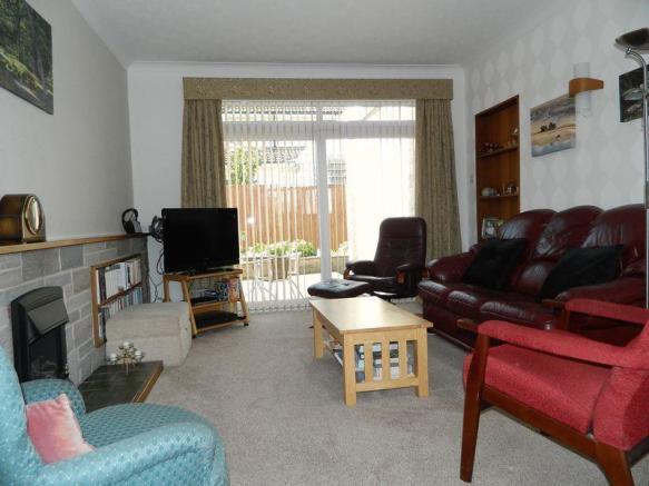 Lounge Photo1