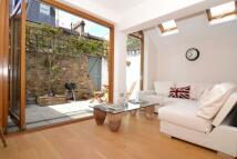 2 bedroom Flat to rent in Gironde Road, Fulham SW6