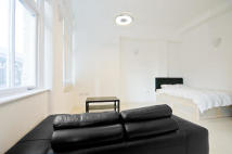 Studio apartment to rent in Commercial Street, E1