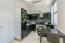 Studio flat to rent in Commercial Street...