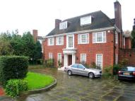 6 bedroom Detached house in Spaniards Close...