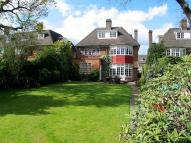 5 bedroom Detached home in Chalton Drive...