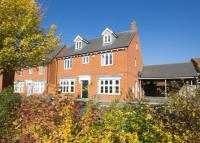 5 bed Detached house for sale in Petronel Road, Aylesbury