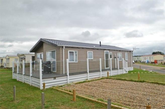 3 Bedroom Chalet For Sale In Sheerness Holiday Park Minster On Sea Sheerness Kent Me12