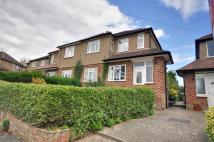 Maisonette in Alandale Drive, Pinner...