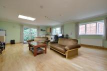 Flat to rent in Wakehams Hill, Pinner...