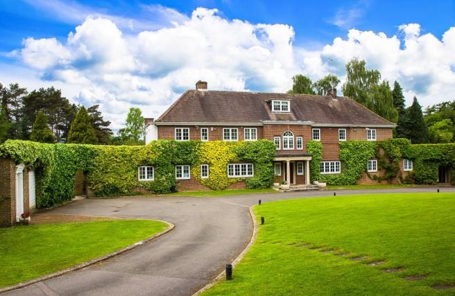 6 Bedroom Country House For Sale In Hyde Lane Kings