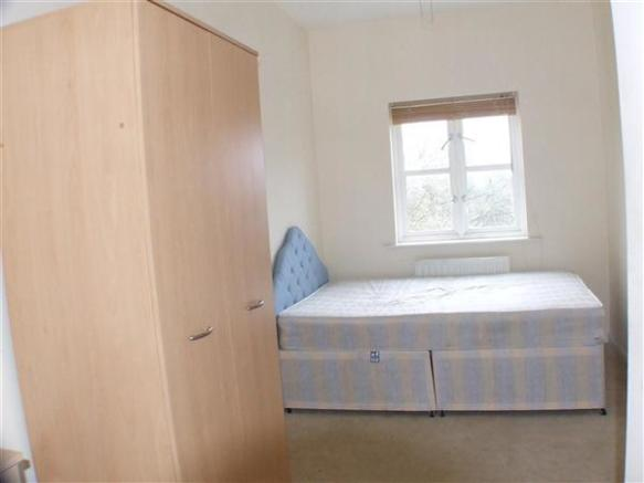 Bedroom 2 :