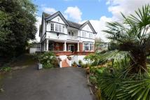 5 bed Detached house in Mount Gardens, London