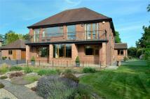 4 bedroom Detached house in Bradford Road,...