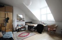 Studio flat to rent in Brondesbury Road...
