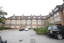2 bed Flat in Heathview Court...