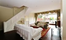 5 bed Terraced house to rent in Lansdowne Close...