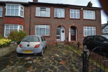 3 bed End of Terrace home to rent in Elm Walk, Raynes Park...
