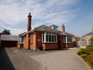 4 bed Detached Bungalow in London Road South...
