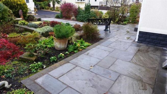 Front Garden/Patio