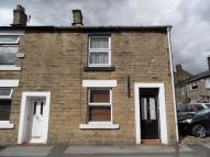 Flat to rent in Chapel Street, Glossop...