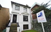 Flat to rent in Hardwicke Road, Chiswick