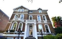 Flat in Bolton Road, Chiswick