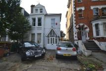 Flat to rent in Thorneyhedge Road...