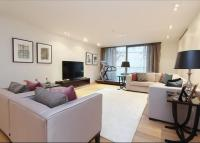 Flat to rent in 8 Montrose Place...
