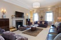 Flat to rent in Lowndes Square...