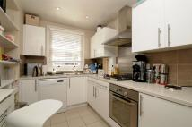 Flat to rent in Oakdale Road, Streatham...