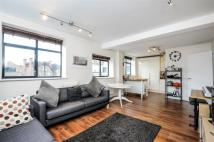 2 bedroom Flat in Gleneldon Road, Streatham