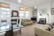 3 bedroom Flat to rent in Geraldine Road, London