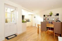 2 bed Flat to rent in Lebanon Gardens...