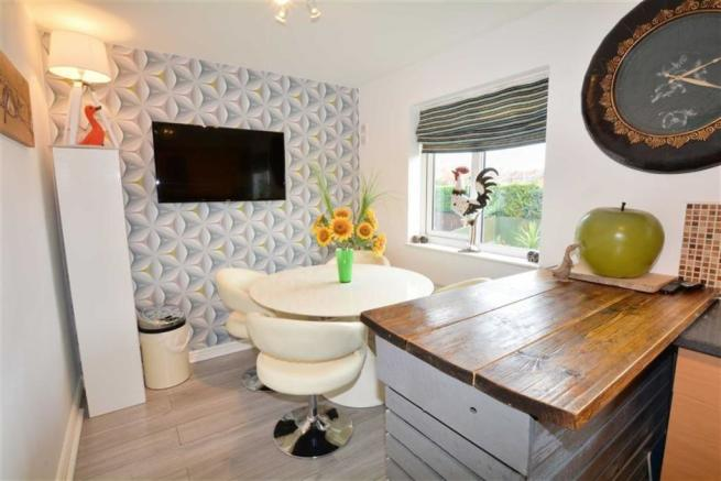 3 Bedroom Town House For Sale In Hawthorne Rise Ackworth