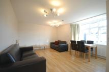 2 bed Flat to rent in Queens Road, Wimbledon...