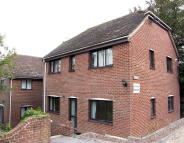 2 bed Ground Flat to rent in Lower Street, Haslemere