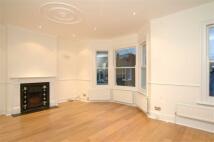 3 bed Flat in Limburg Road, Battersea...