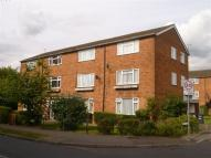 2 bed Maisonette in Moatfield Road, Bushey