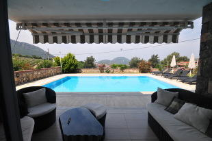 Terrace to Poolside