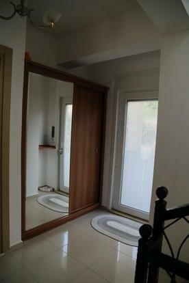 Entrance door/hall