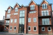 Apartment to rent in Longcauseway, Farnworth...