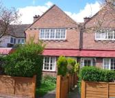 3 bed property in Warren Avenue, Richmond...