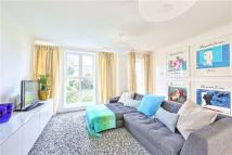 2 bed Flat in Evesham Court...