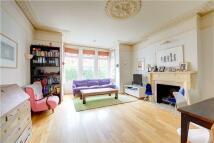 2 bedroom Flat in Ellerker Gardens...