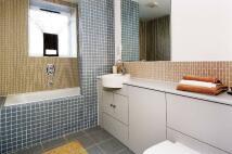 2 bedroom Flat to rent in Kew Bridge Court...