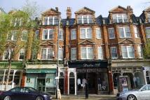 Flat to rent in High Street, Teddington...