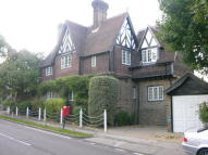 3 bed Detached home to rent in Camlet Way, Barnet, EN4