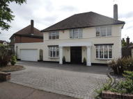4 bedroom Detached property to rent in Newmans Way, Barnet, EN4