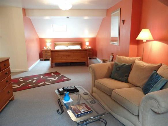 Main Bedroom Suite/L