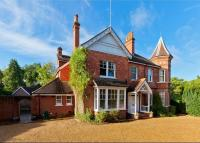 Detached house in Oxshott Road...