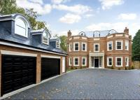 5 bed Detached home in Sandy Lane, Cobham...